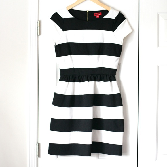 Elle Dresses & Skirts - Elle short sleeve striped bell dress